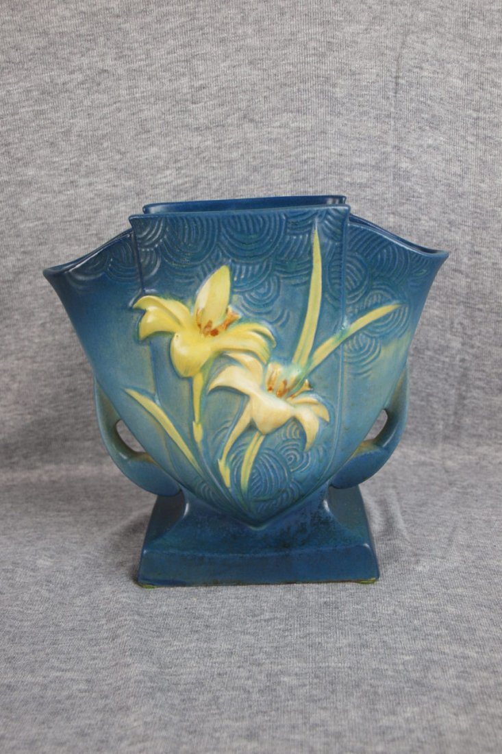 31: Roseville blue Zephyr Lily pillow vase, 206-7""
