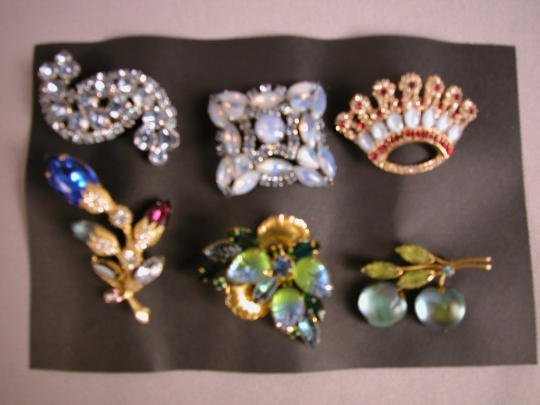 1: Lot of 6 brooches