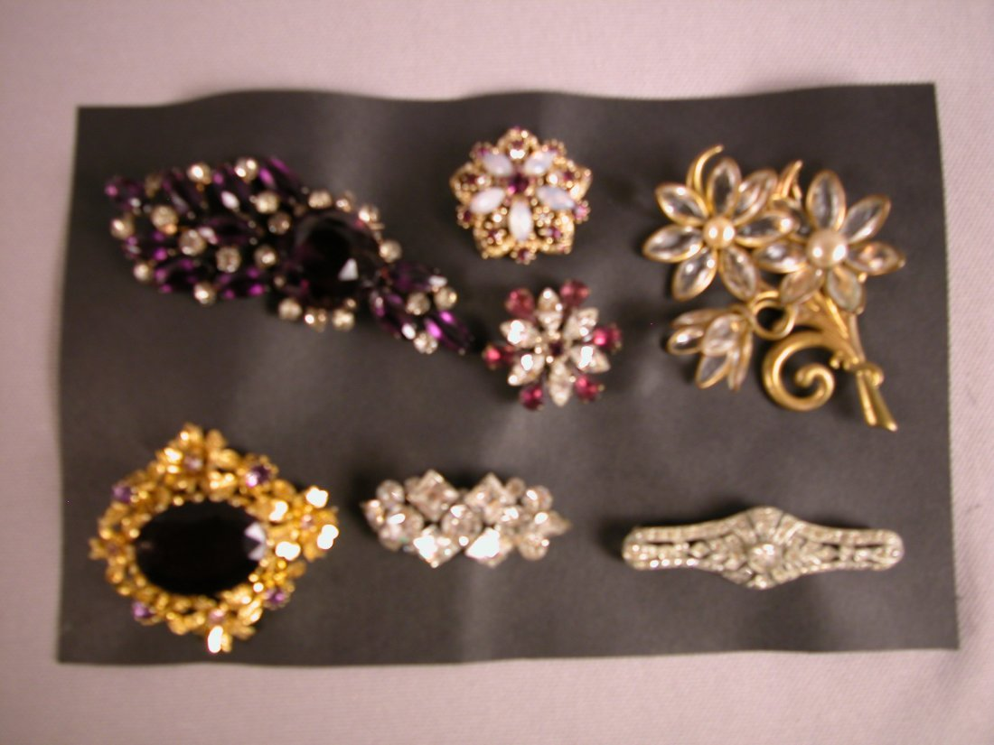 3: Lot of 7 brooches