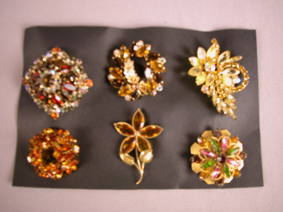 4: Lot of 6 brooches