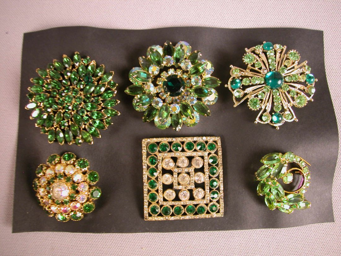 7: Lot of 6 brooches