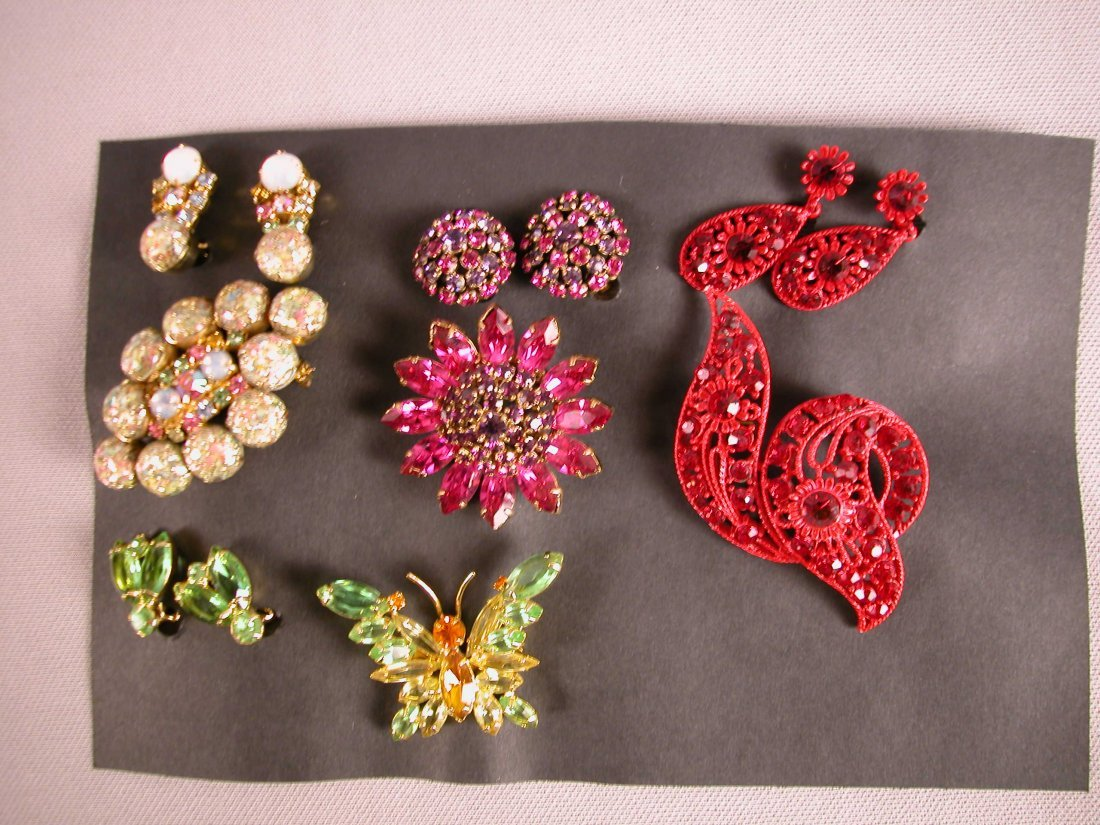 9: Lot of 4 brooch and earring sets