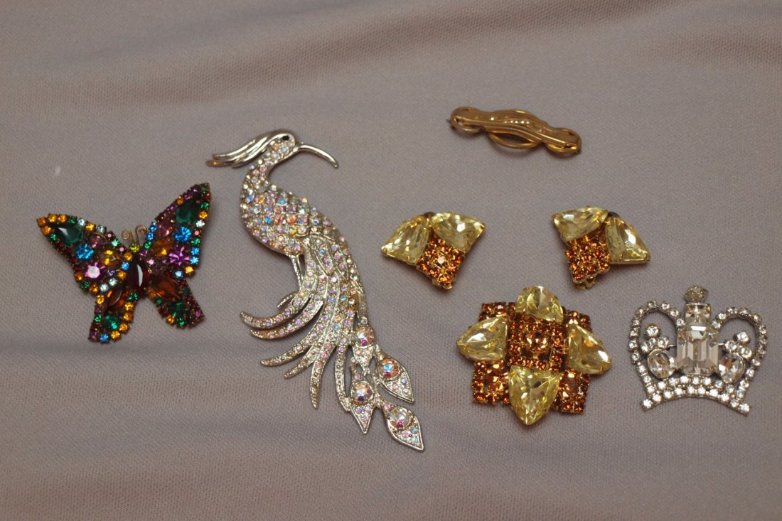 10: Lot of assorted jewelry
