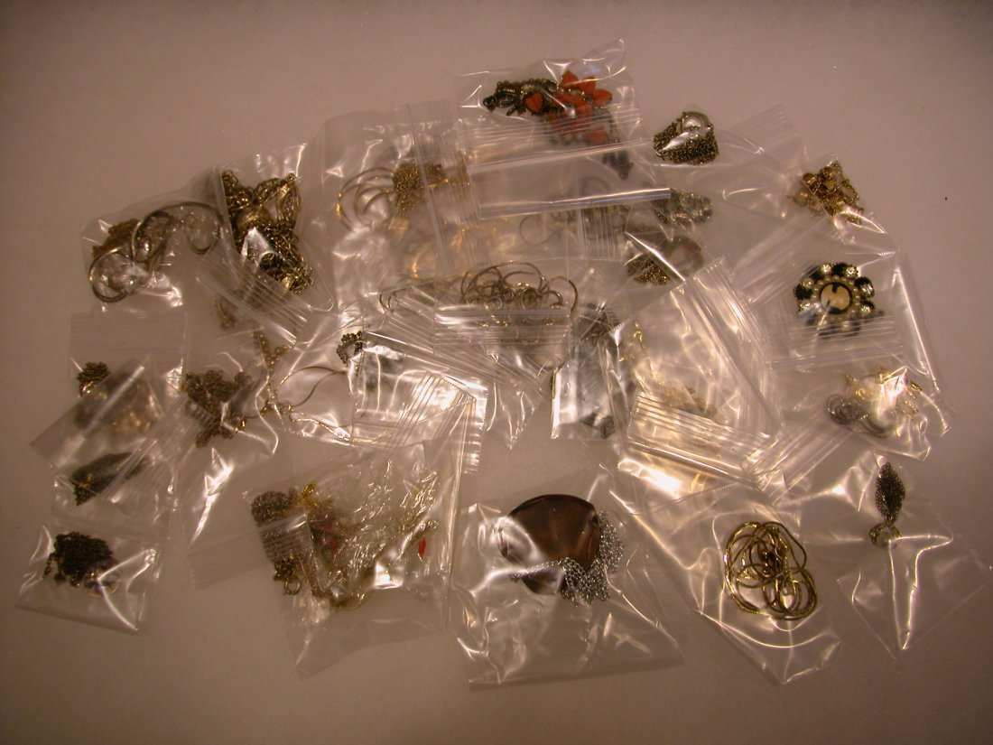 12: Lot of assorted jewelry