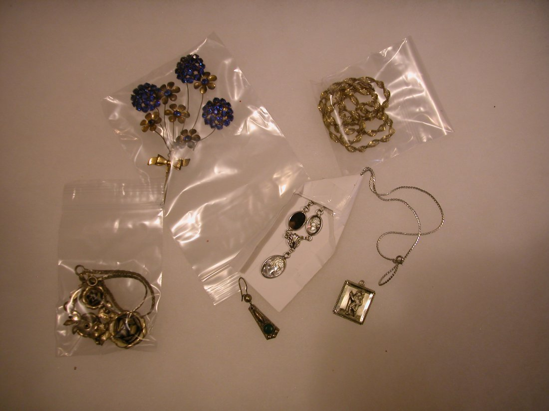 13: Lot of assorted jewelry