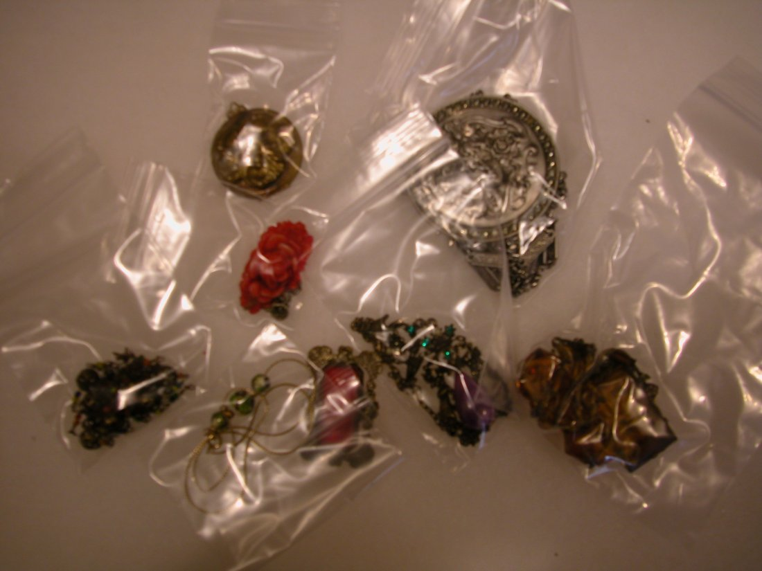 14: Lot of assorted jewelry
