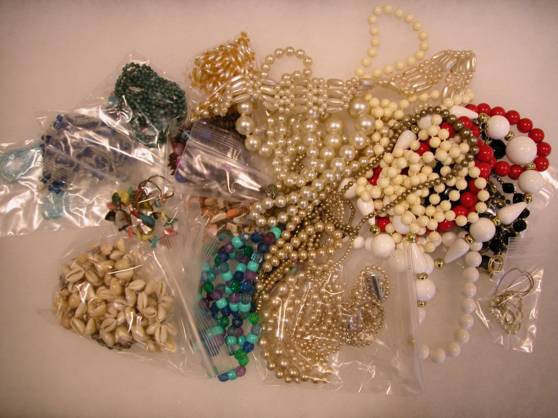 16: Lot of assorted jewelry