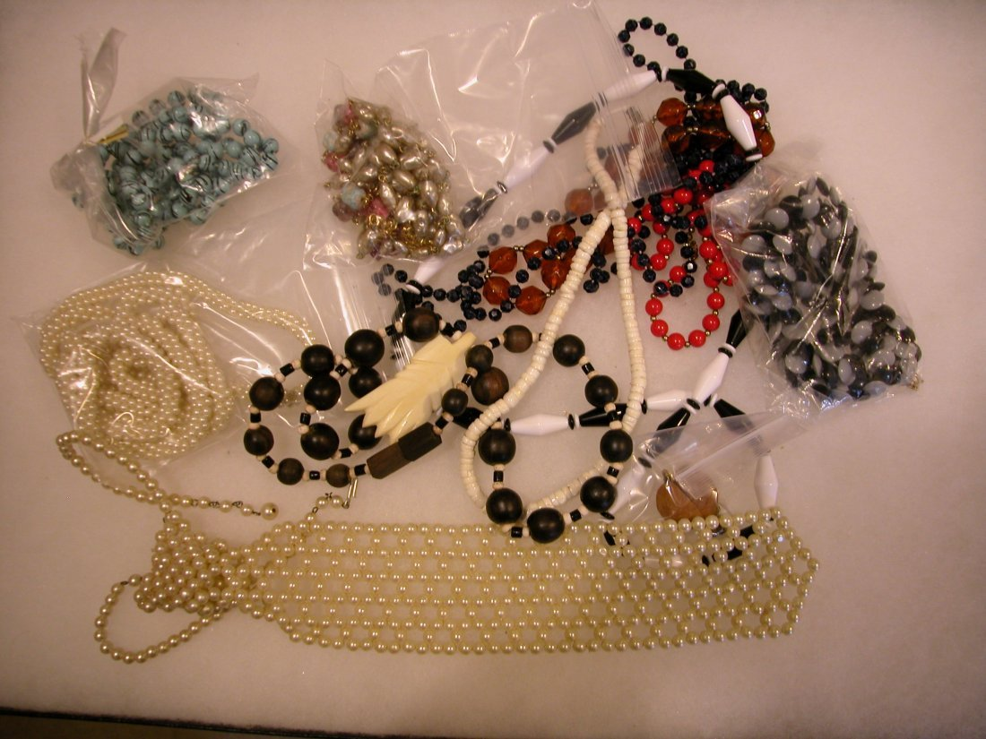 18: Lot of assorted jewelry