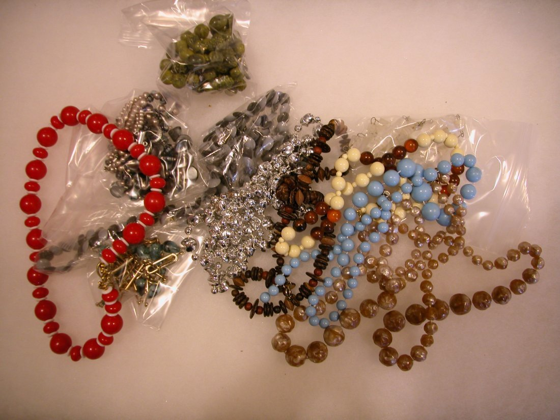 20: Lot of assorted jewelry