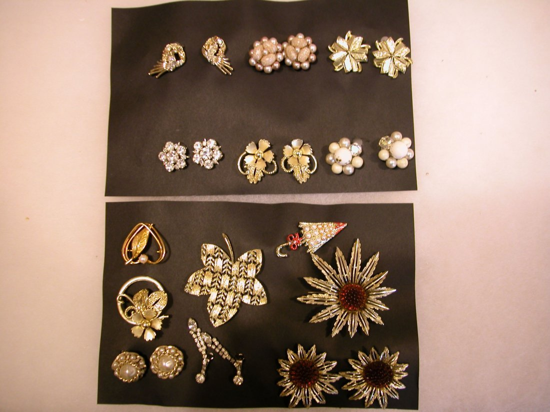 23: Lot of assorted jewelry