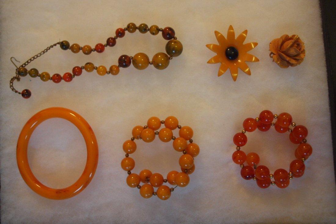 134: Lot of 6 bakelite jewelry pieces