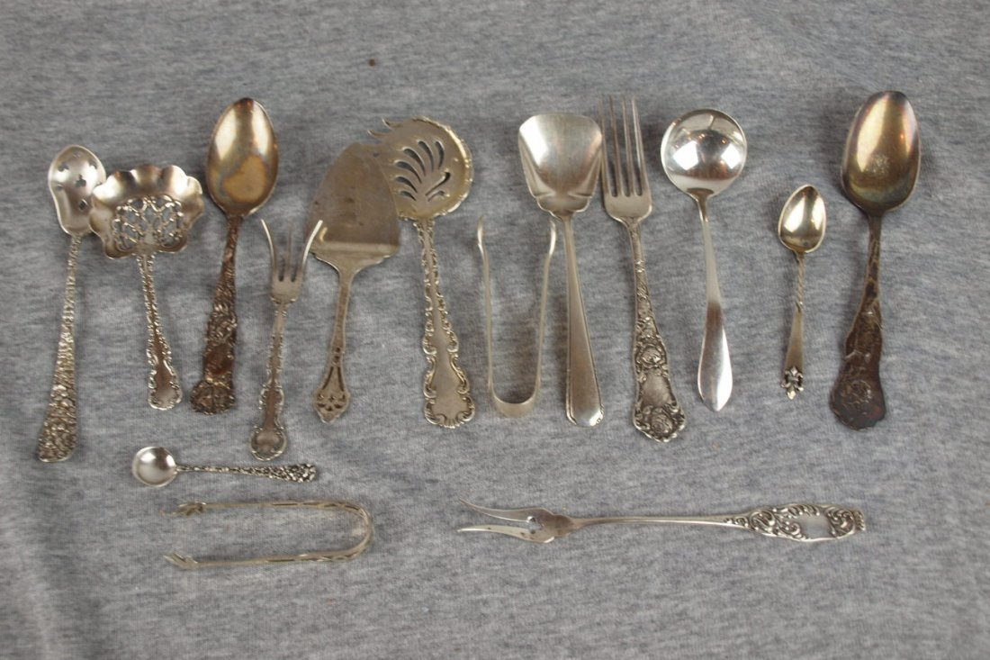 606:  Lot of 15 sterling silver flatware pieces, 9.2oz