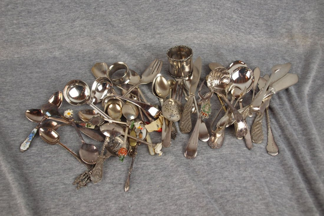 619:  Lot of silver souvenier spoons and assorted flatw