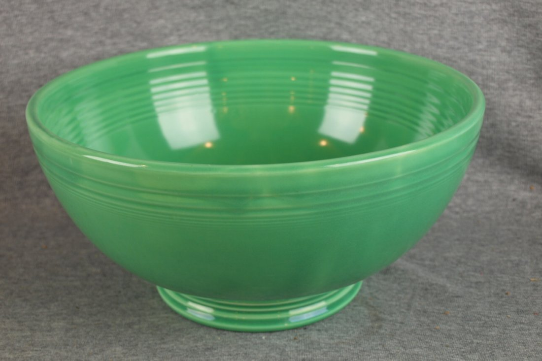 220:  Fiesta footed salad bowl, light green