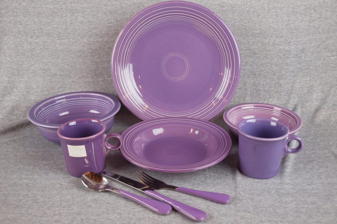9:  Fiesta lilac group of 9 pieces   - chop plate, napp