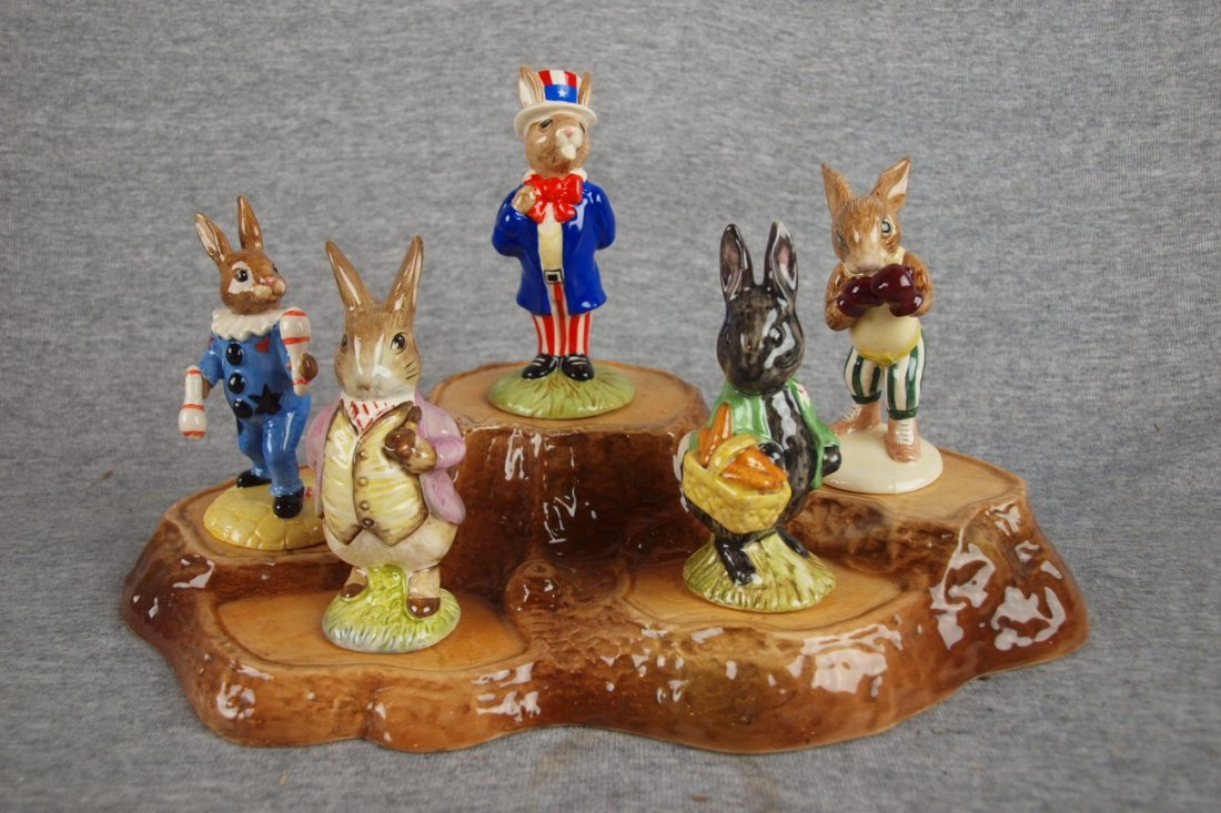 """510:  Bunnykin lot of 5 rabbits and stand - """"Uncle Sam"""""""