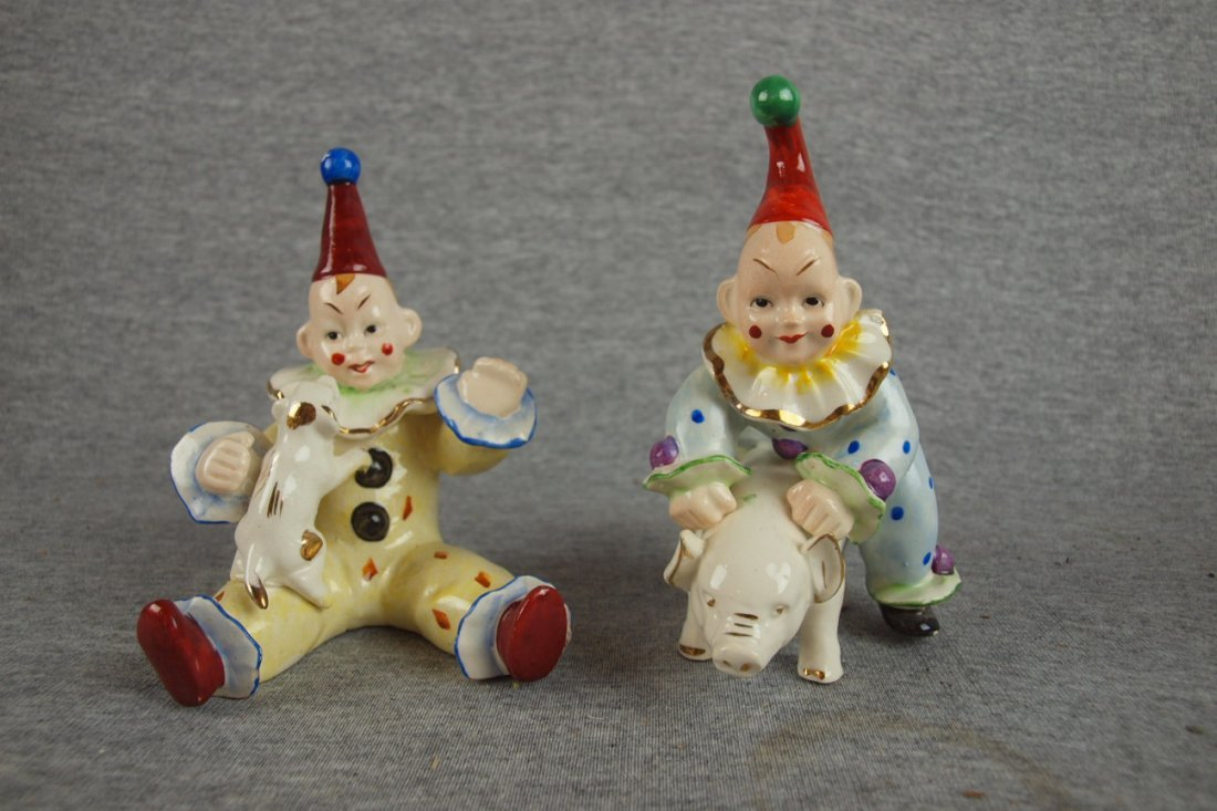 513:  Pair of Occupied Japan clowns - one with pig and