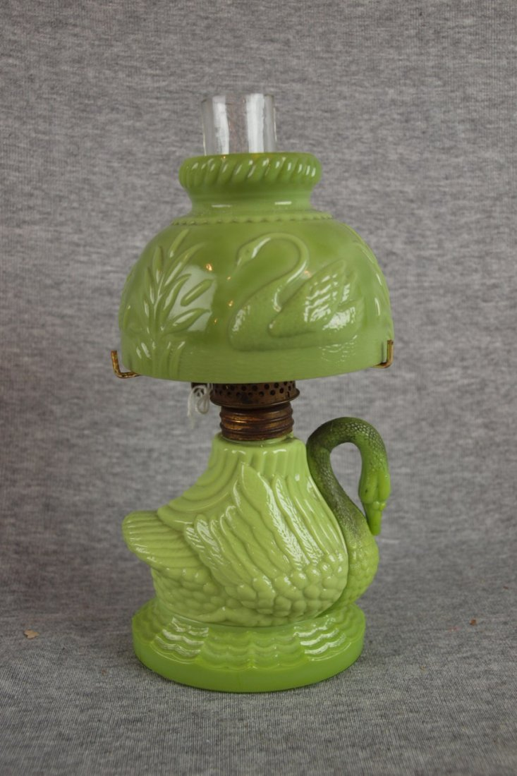 1089:  Miniature lamp - green slag swan with matching s