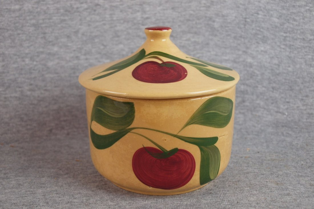 1332: Watt Pottery Apple grease jar with lid #01