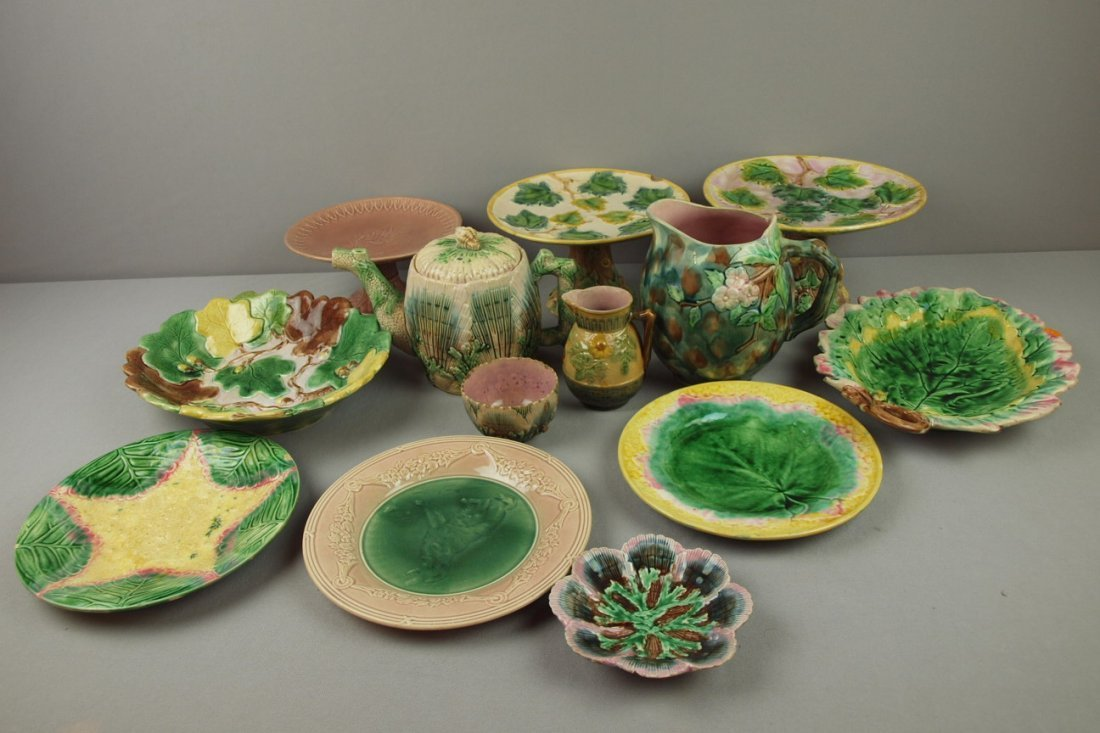 8:  ETRUSCAN lot of 13 majolica pieces, various conditi