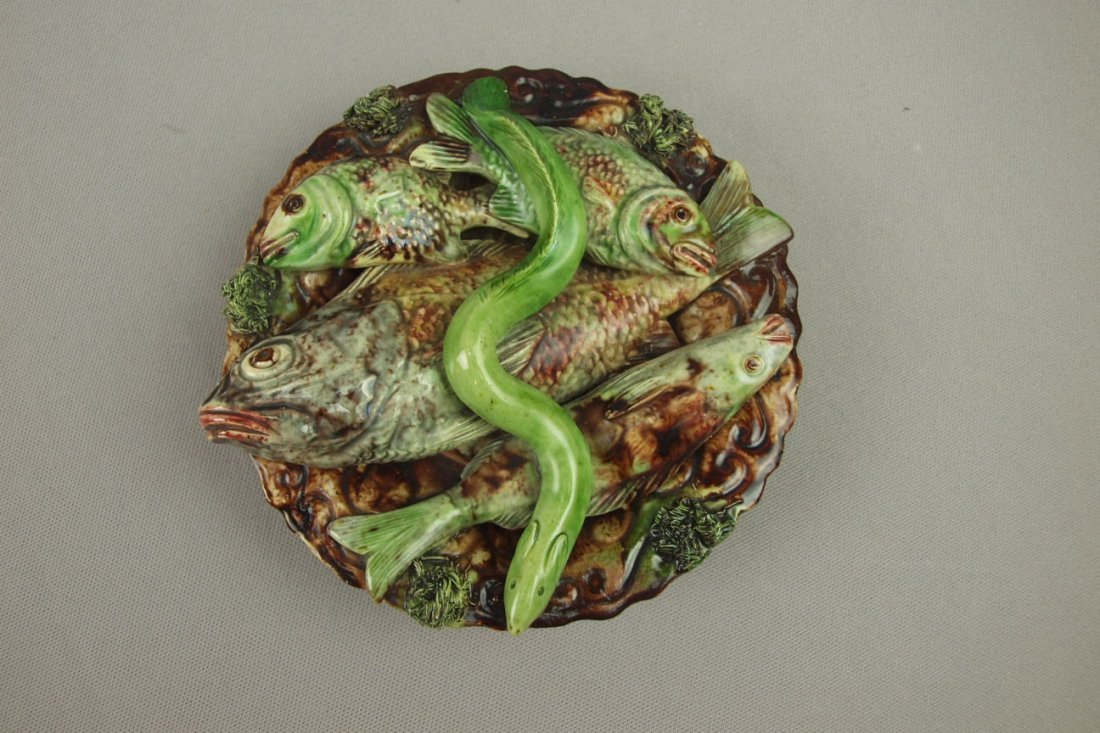 506:  Portugal Jose Cunha Palissy majolica round plaque