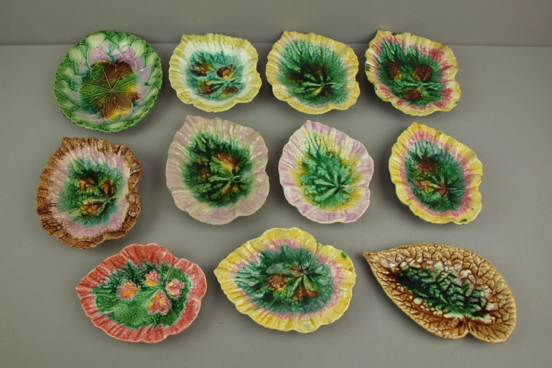Majolica lot of 11 begonia   leaves and leaf tray, nic