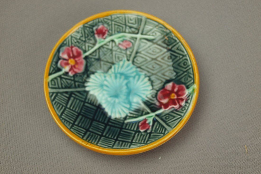 WEDGWOOD majolica floral   butter pat