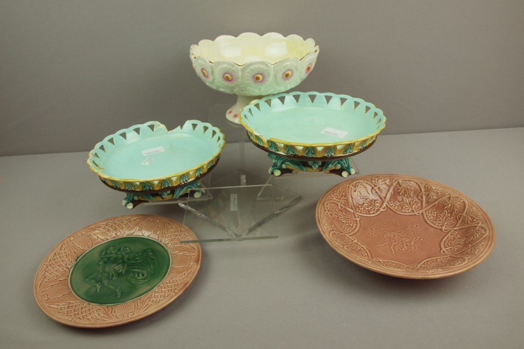 WEDGWOOD majolica pair of compotes and 3 Etruscan