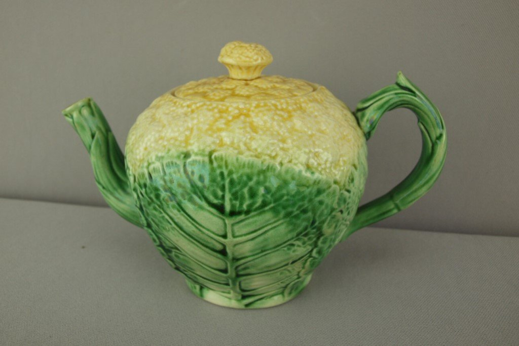 "ETRUSCAN cauliflower teapot, 5 1/2""h"