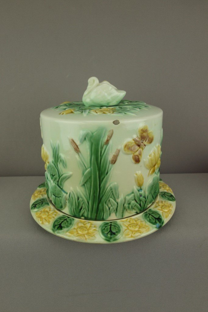 ETRUSCAN majolica swan and water lily cheese keeper,