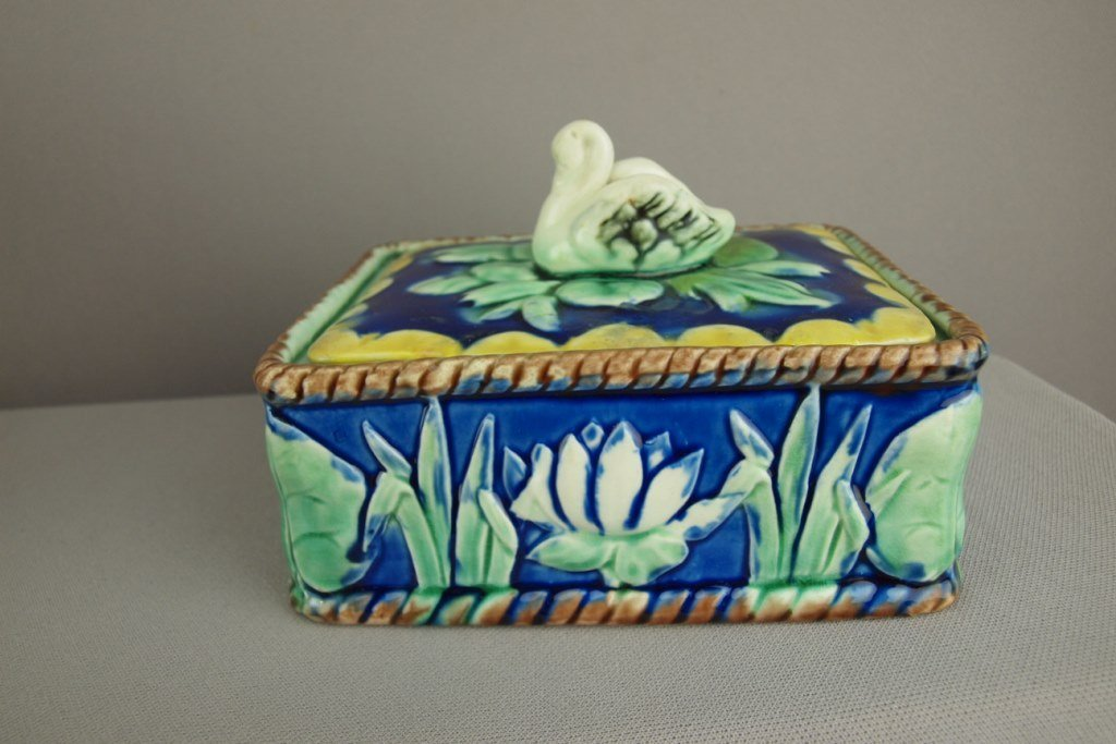 ETRUSCAN majolica cobalt water lily and swan sardine