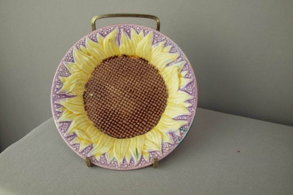 ETRUSCAN majolica sunflower sauce dish with lavender