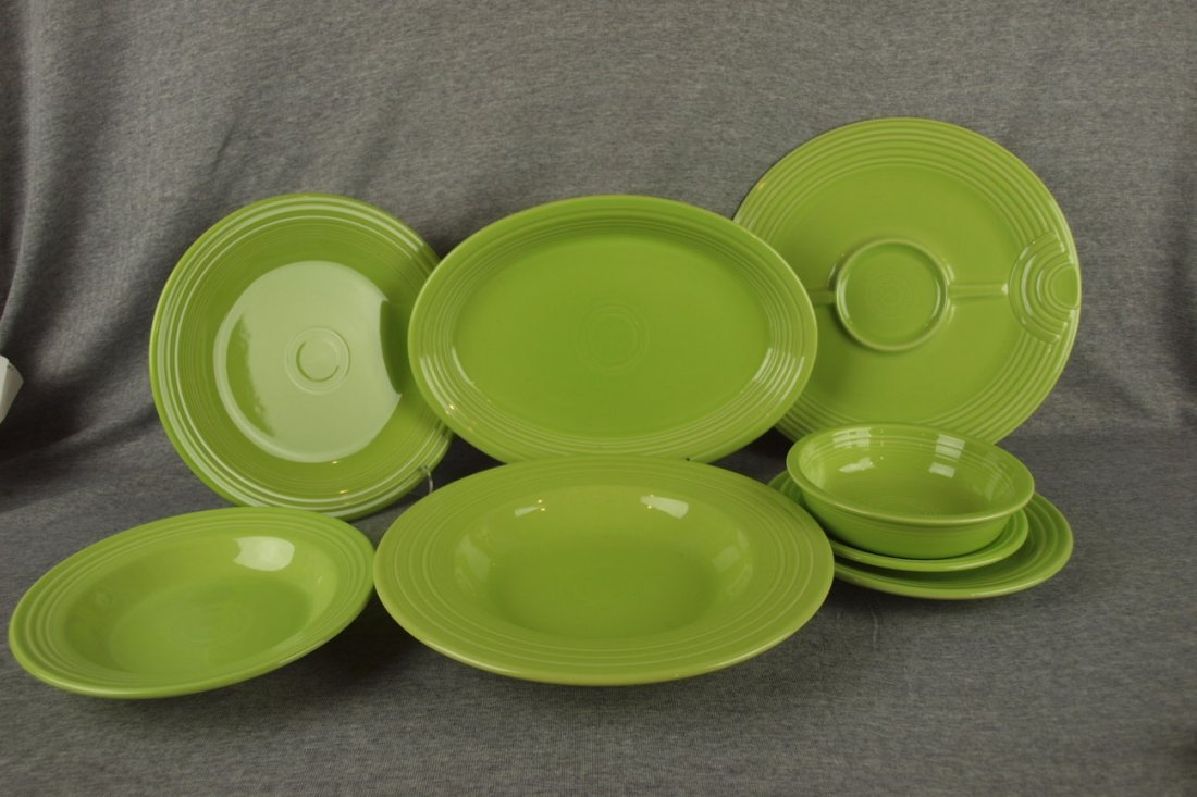 Fiesta Post 86 chartreuse group - dinner plate, 13""