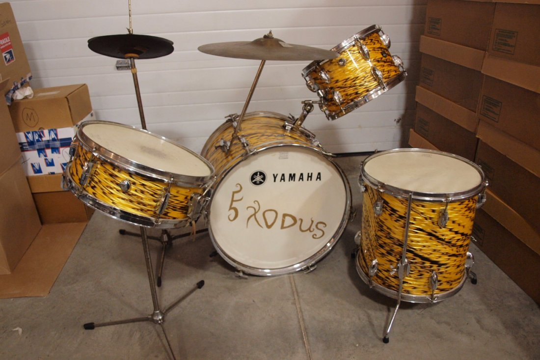 """Yamaha 1960/70's """"Yellow Tiger"""" drum set with 4 drums,"""