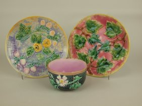 Etruscan Majolica Lot Of 2 Plates And Wildrose & Rope