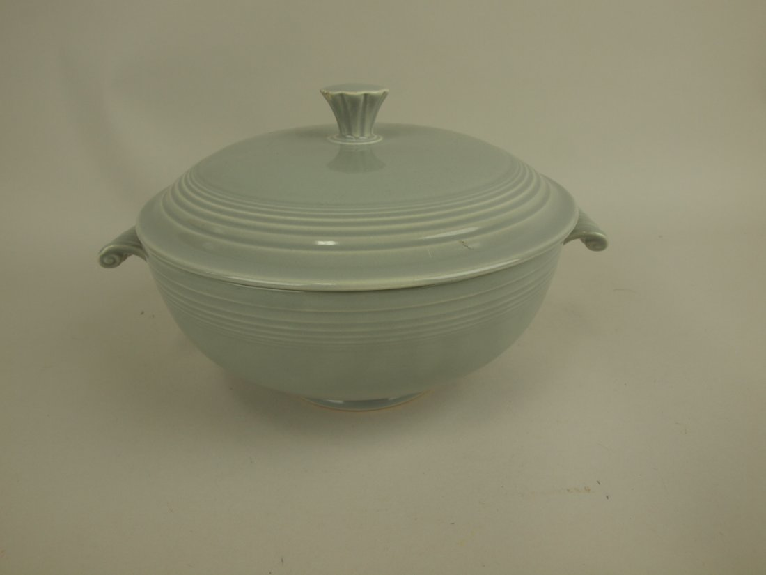 Fiesta casserole, gray, nick to finial