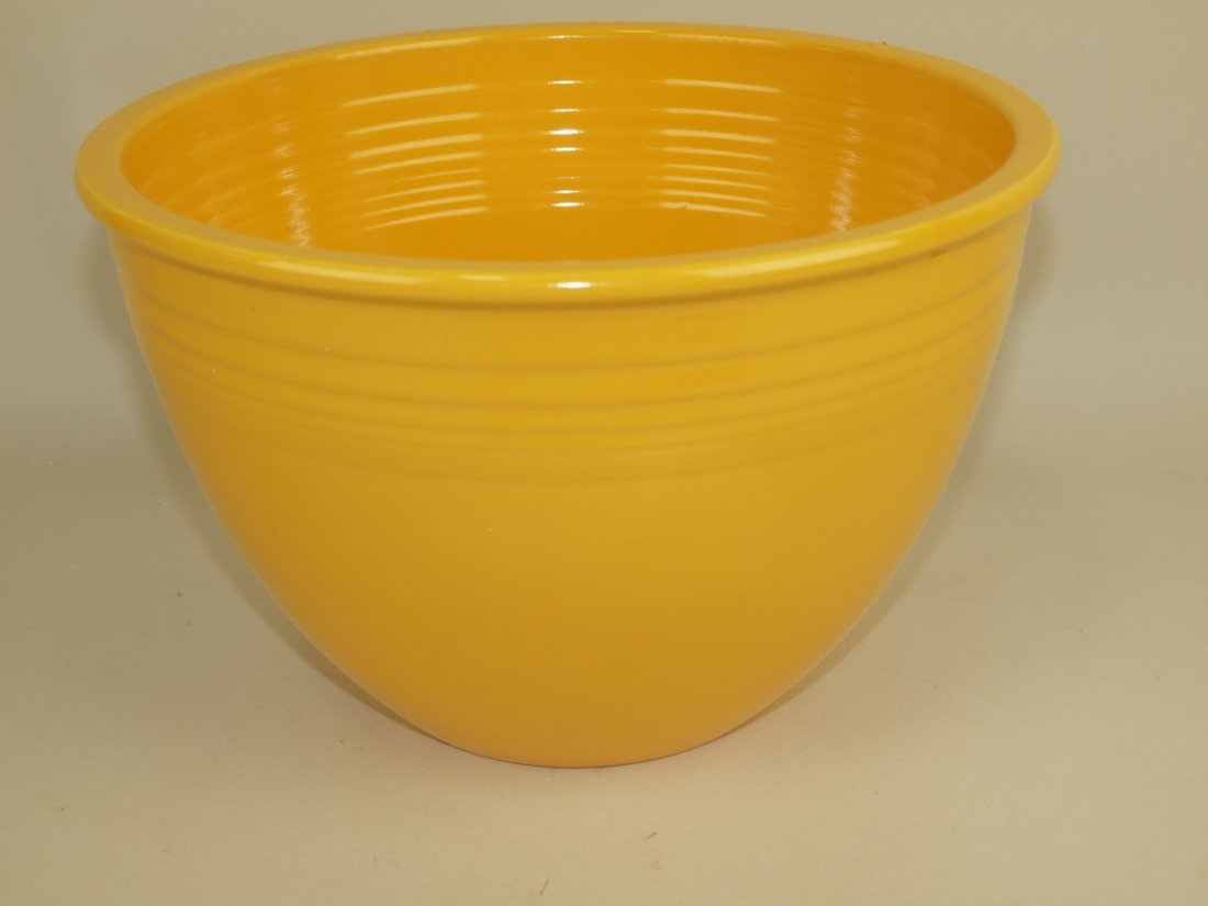 Fiesta #6 mixing bowl, yellow, glaze imperfection to