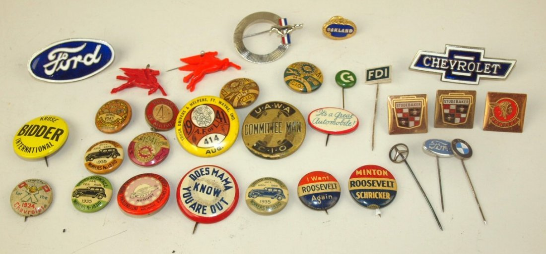 Lot of UAW and other pin back buttons and insignia