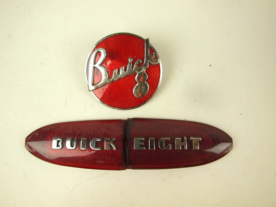 Buick lot of 2 badges emblems