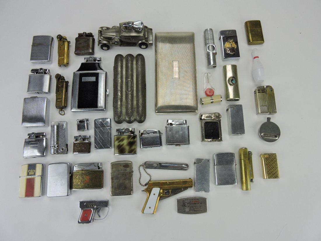 Lot of 35 cigarette lighters, 3 pocket knives