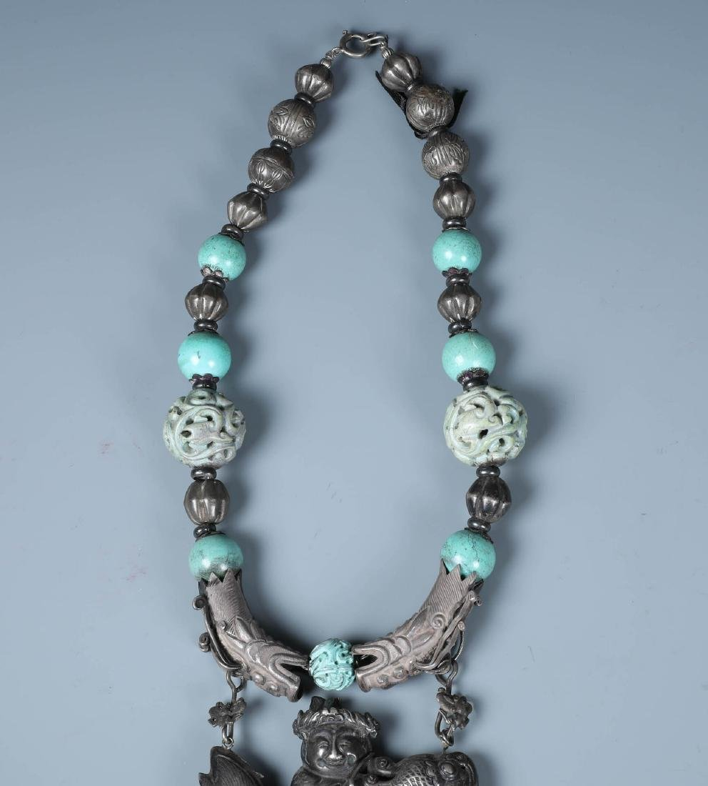 A SILVER AND CARVED TURQUOISE BEADS NECKLACE WITH QILIN - 2