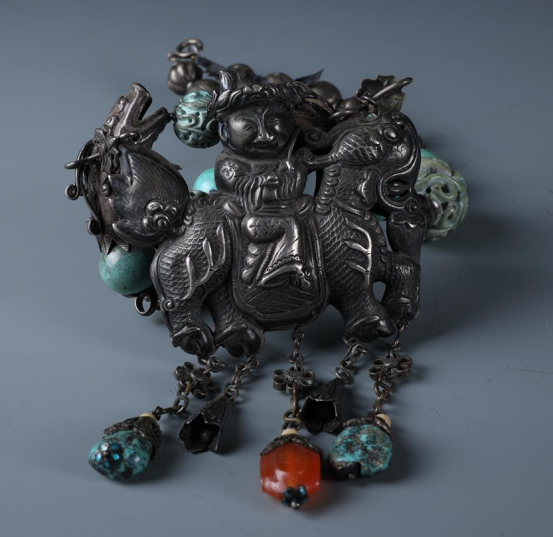 A SILVER AND CARVED TURQUOISE BEADS NECKLACE WITH QILIN - 4