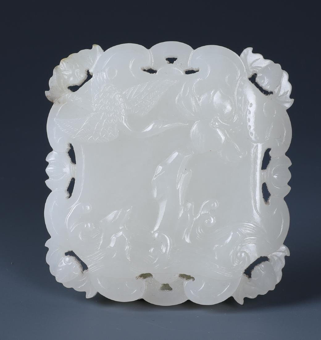 A RARE AND FINELY CARVED CHINESE WHITE JADE 'PEACH,