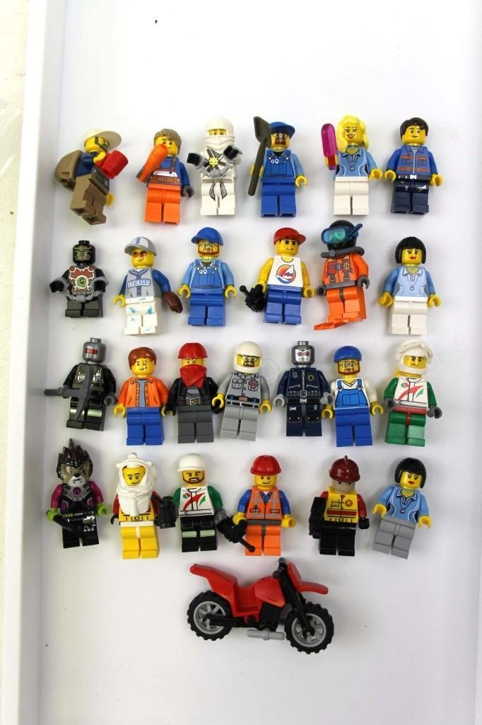 Lot of 25 Lego People incl Farmers , Kids , Women ,