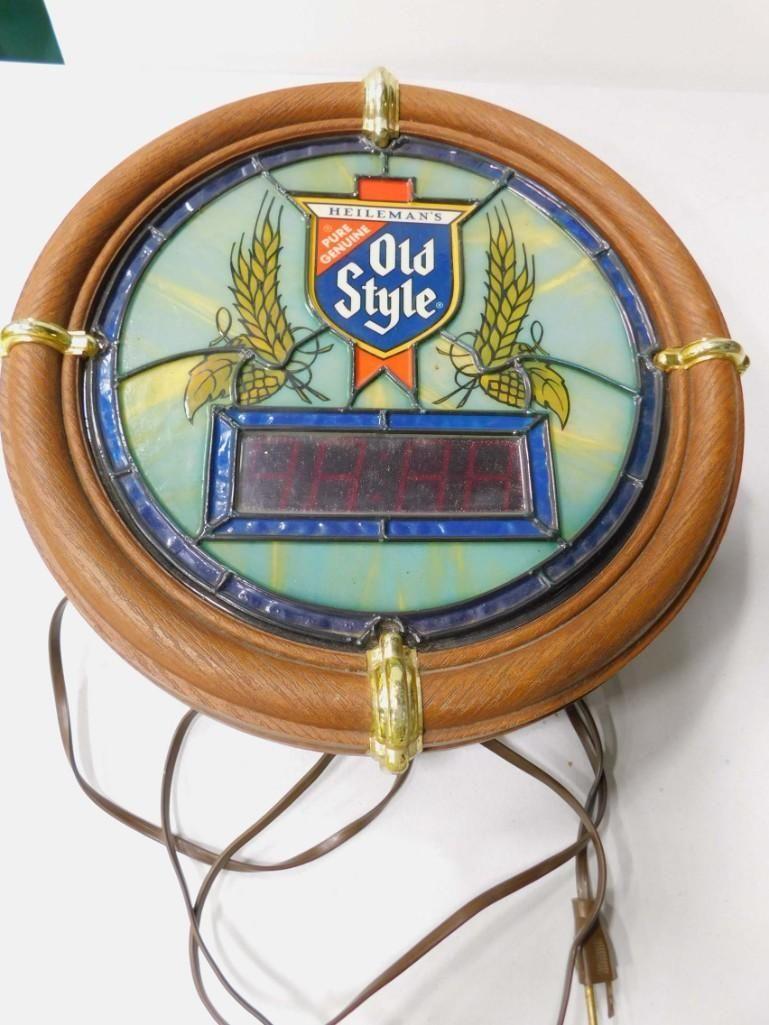 Vintage Old Style Lighted Beer Sign