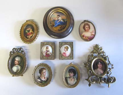 21594: Nine Continental small oval porcelain plaques, l