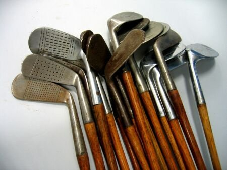 1372: Sixteen various left handed irons