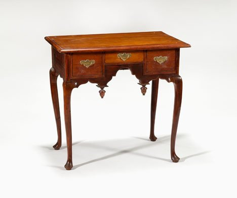 3: Queen Anne mahogany dressing table, new england, cir