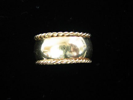 2011: Yellow gold wedding band with chased edges, , 14