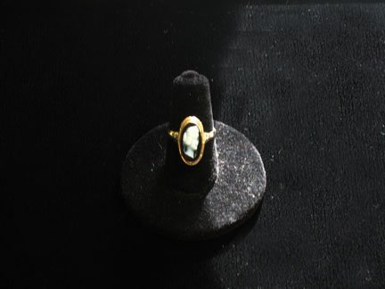 2018: Lady's onyx cameo ring, , Unusual oval onyx cameo